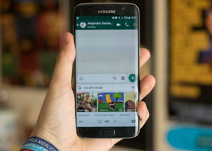 Senden Sie GIFs WhatsApp GBoard